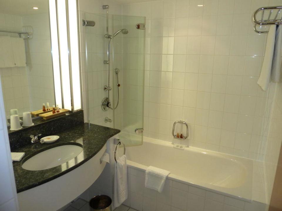 bild ausblick von hotelzimmer 326 zu steigenberger hotel hamburg in hamburg. Black Bedroom Furniture Sets. Home Design Ideas