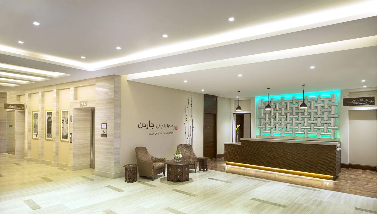 Bild Lobby Zu Hilton Garden Inn Dubai Al Muraqabat In Dubai