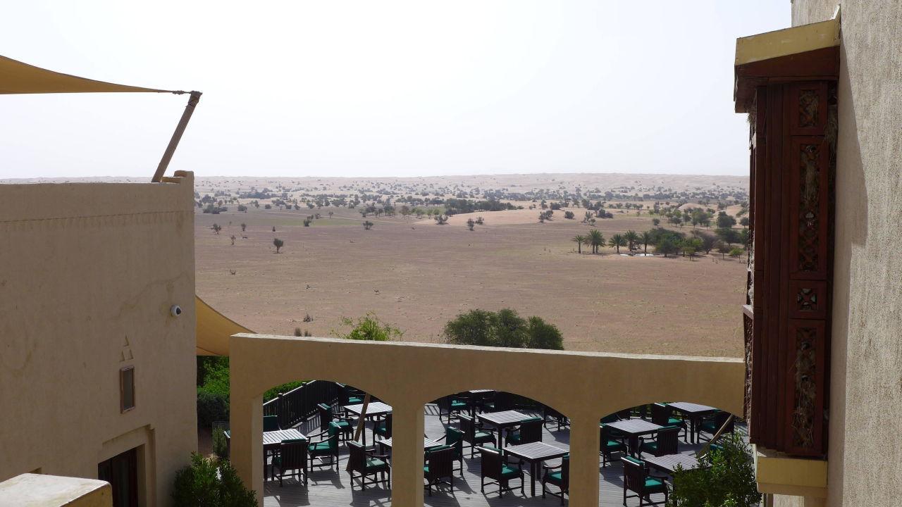 Blick von der Rezeption auf die Wüste Al Maha, A Luxury Collection Desert Resort & Spa