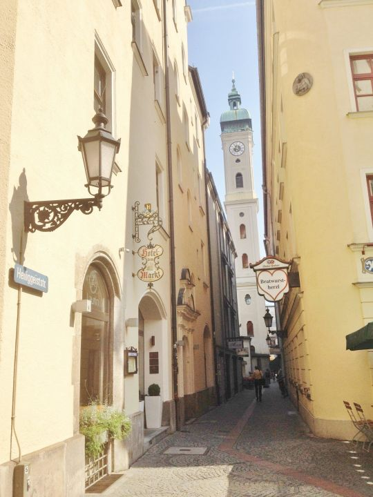 Gasse vor dem Hotel zur Heiliggeistkirche Hotel Am Markt