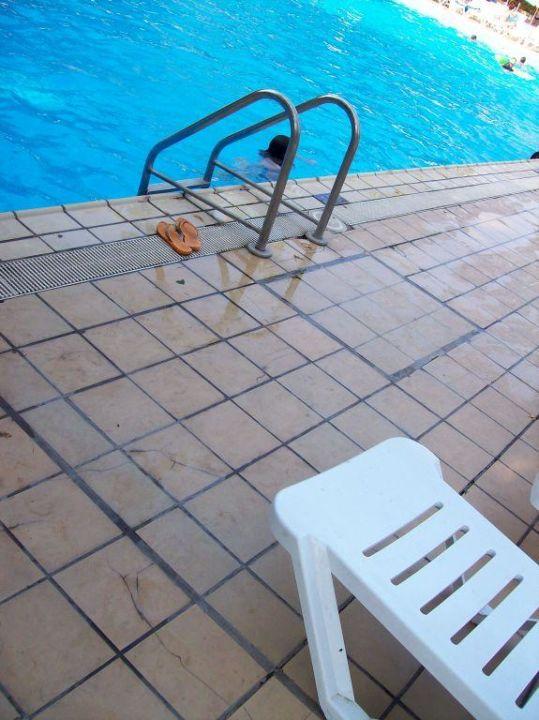 Unsafe pool tiles Hotel Panorama