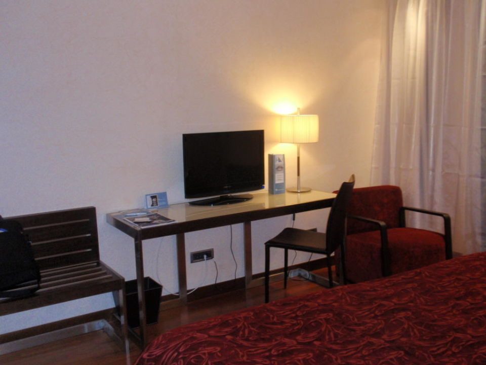 Tisch & TV Hotel Eurostars Budapest Center
