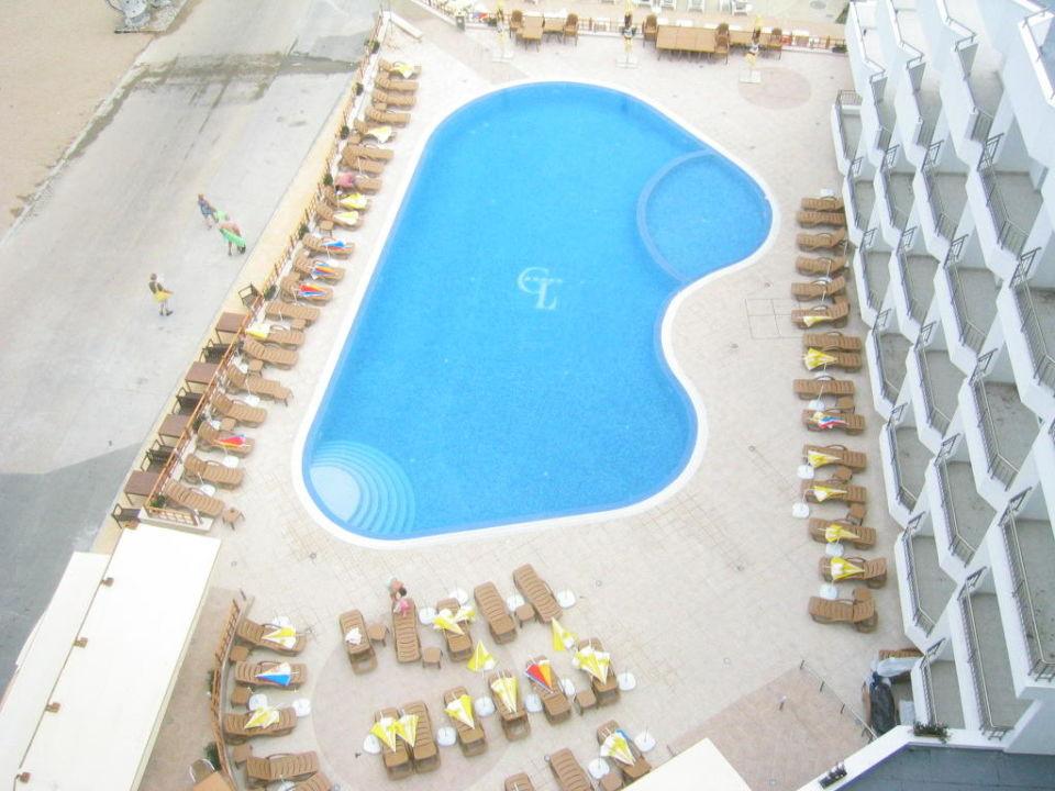 Der schöne Außenpool Hotel Glarus