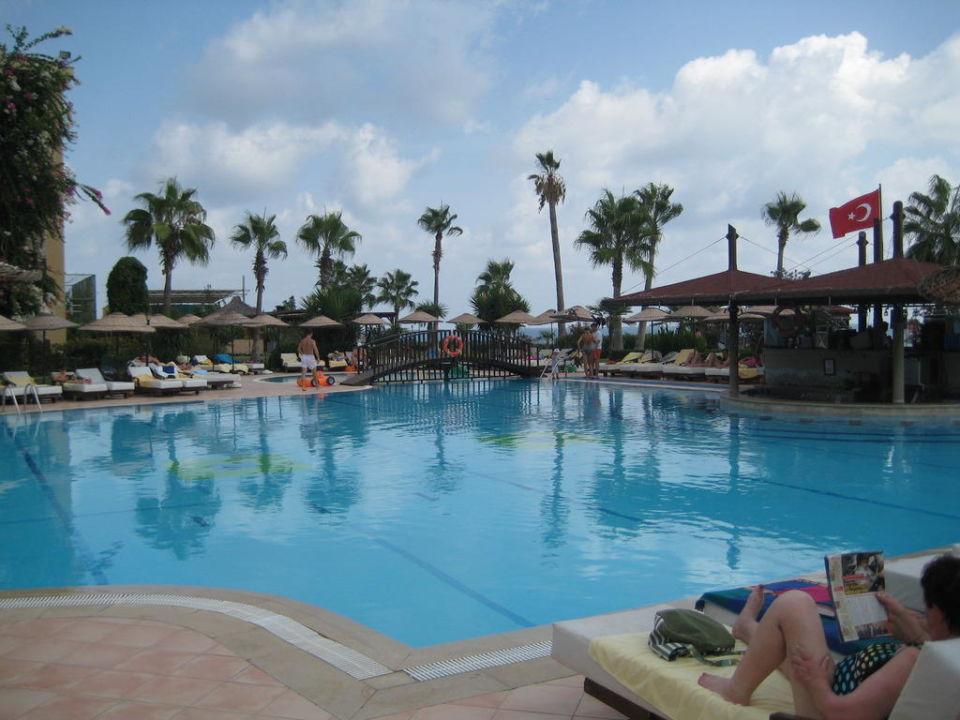 Poolanlage Hotel Armas Labada