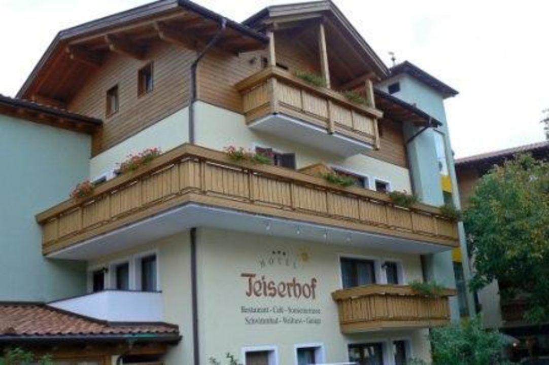 Aussenansicht vom Teiserhof Wanderhotel Teiserhof