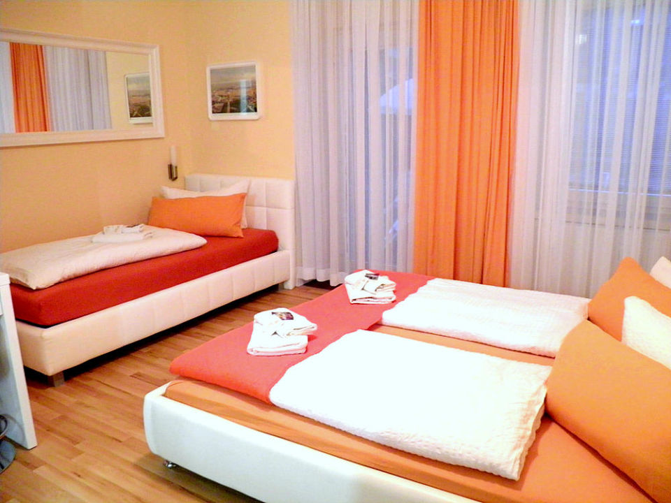 "3-bettzimmer city guesthouse pension berli"" city guesthouse, Hause deko"