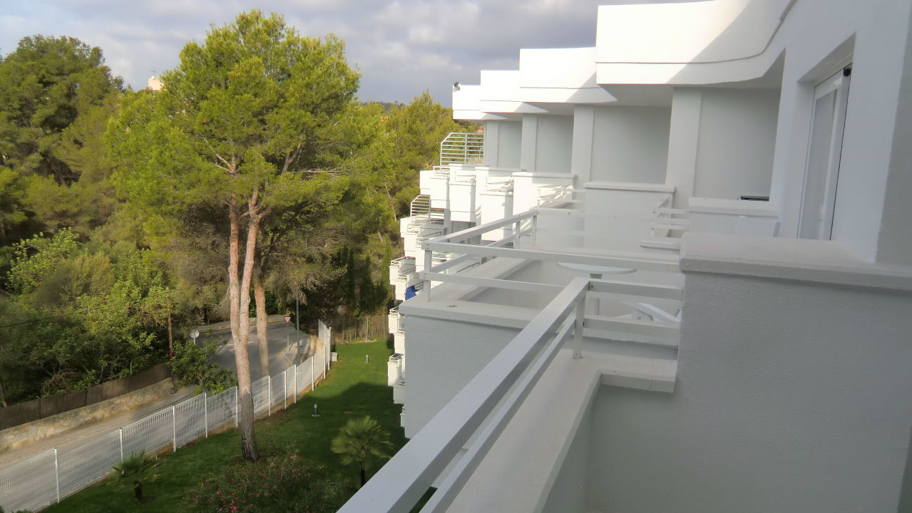 bild blick vom balkon 5 etage zu allsun hotel paguera park in peguera. Black Bedroom Furniture Sets. Home Design Ideas