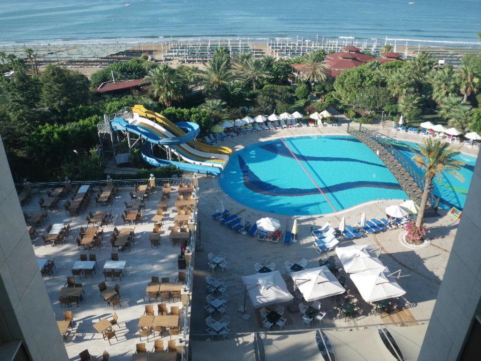 Blick über den Pool ans Meer Hotel Terrace Beach Resort