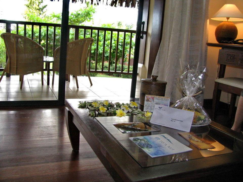 Bett mit Blick ins Bad Moorea Pearl Resort & Spa