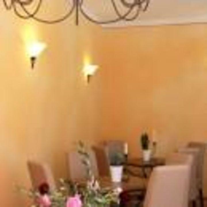 Gemütlich frühstücken im Wintergarten Hotel Albergo Toscana