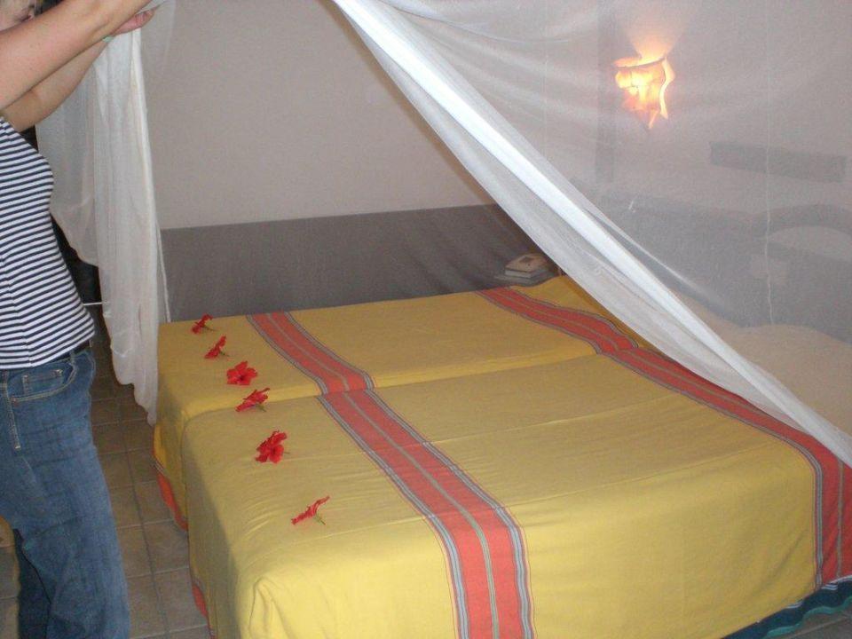 Unser Bett war jeden Tag so geschmückt Bahari Beach Hotel
