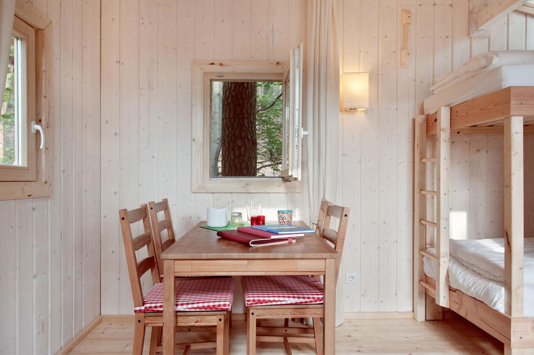 bild baumhaus bei nacht zu baumpalast rosenberg in rosenberg. Black Bedroom Furniture Sets. Home Design Ideas