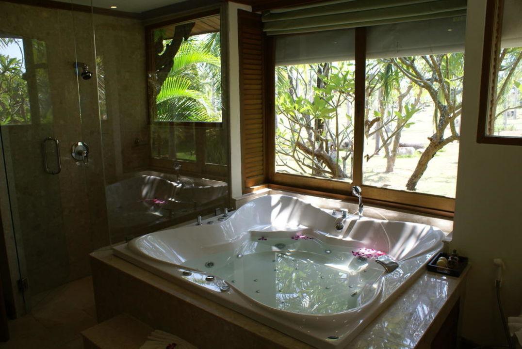 Gut bekannt Ein großes Bad mit großem Whirlpool