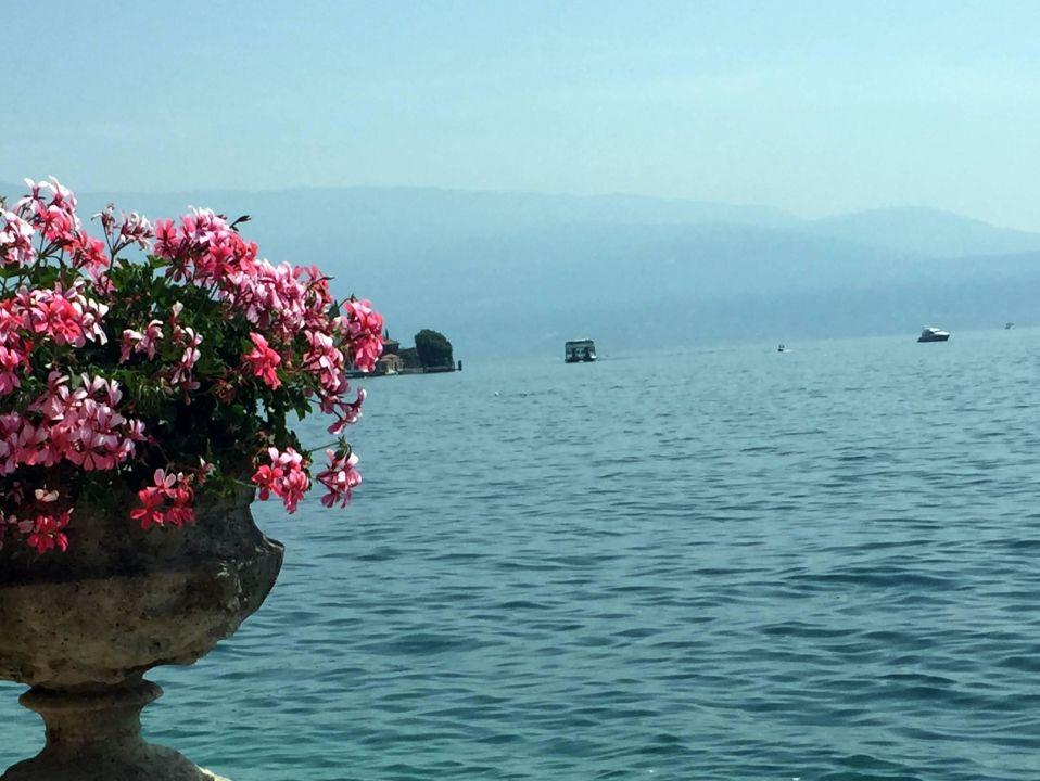 Blick vom Garten auf den See Grand Hotel Fasano