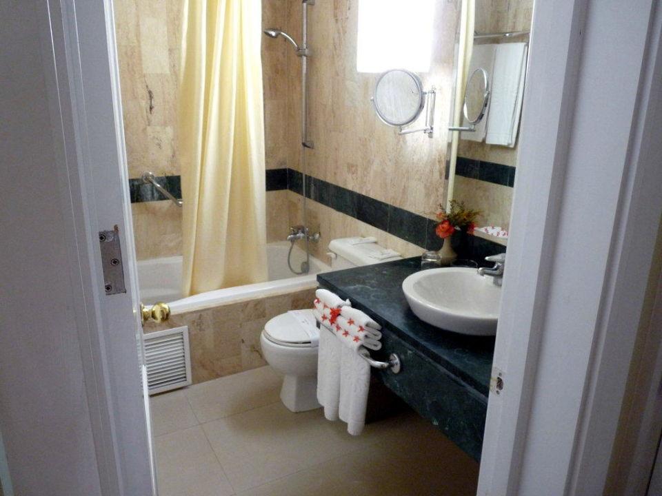 In die Badewanne ist ein Jacuzzi integriert Grand Bahia Principe El Portillo