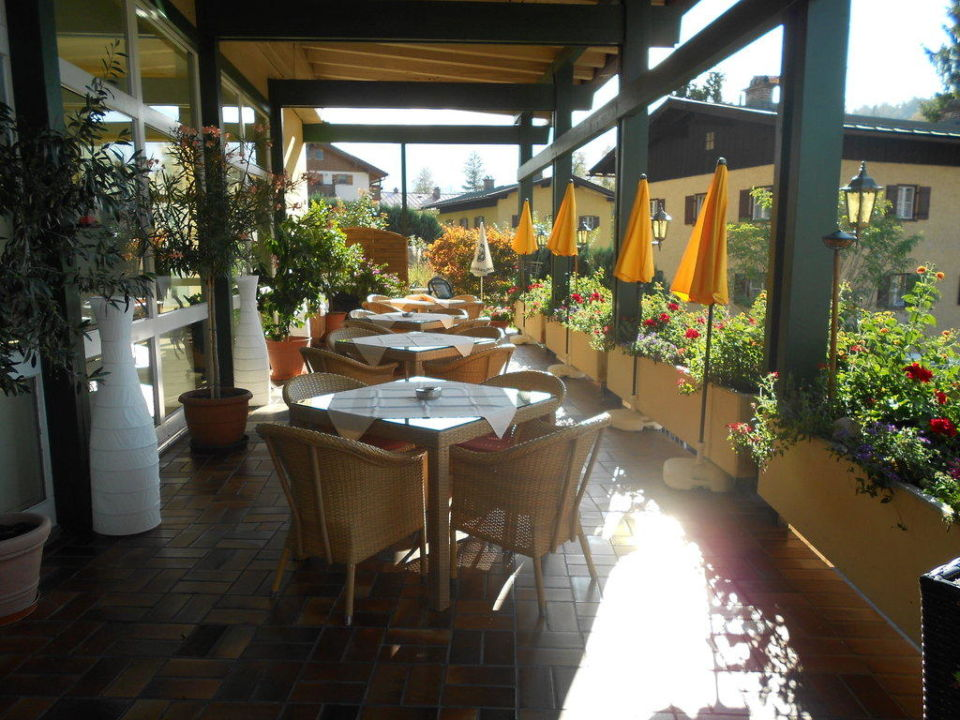 Sonnenterrasse am Hotel Alpenhotel Fischer