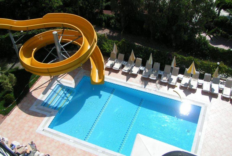 Pool mit Wasserrutsche Hotel Gardenia Beach