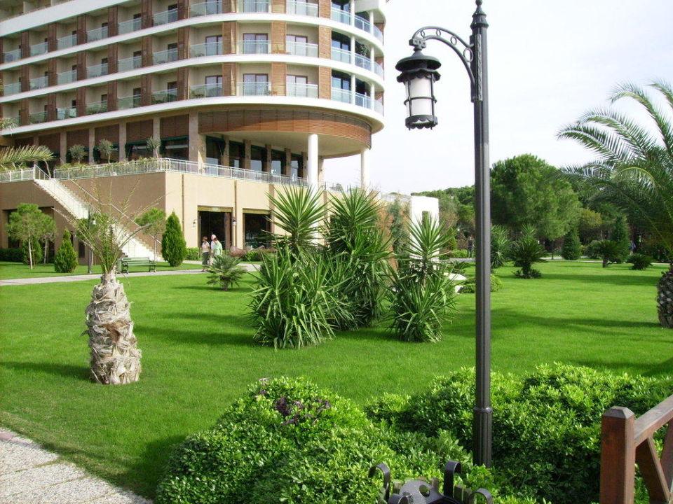 1.Hauptgebäude mit Garten Voyage Belek Golf & Spa