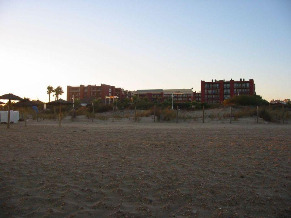 Das Hotel vom Strand aus... TUI FAMILY LIFE Islantilla