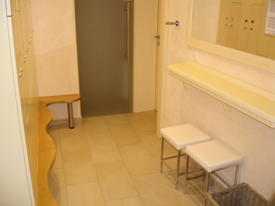 sauna umkleidebereich pfalzhotel asselheim gr nstadt holidaycheck rheinland pfalz. Black Bedroom Furniture Sets. Home Design Ideas