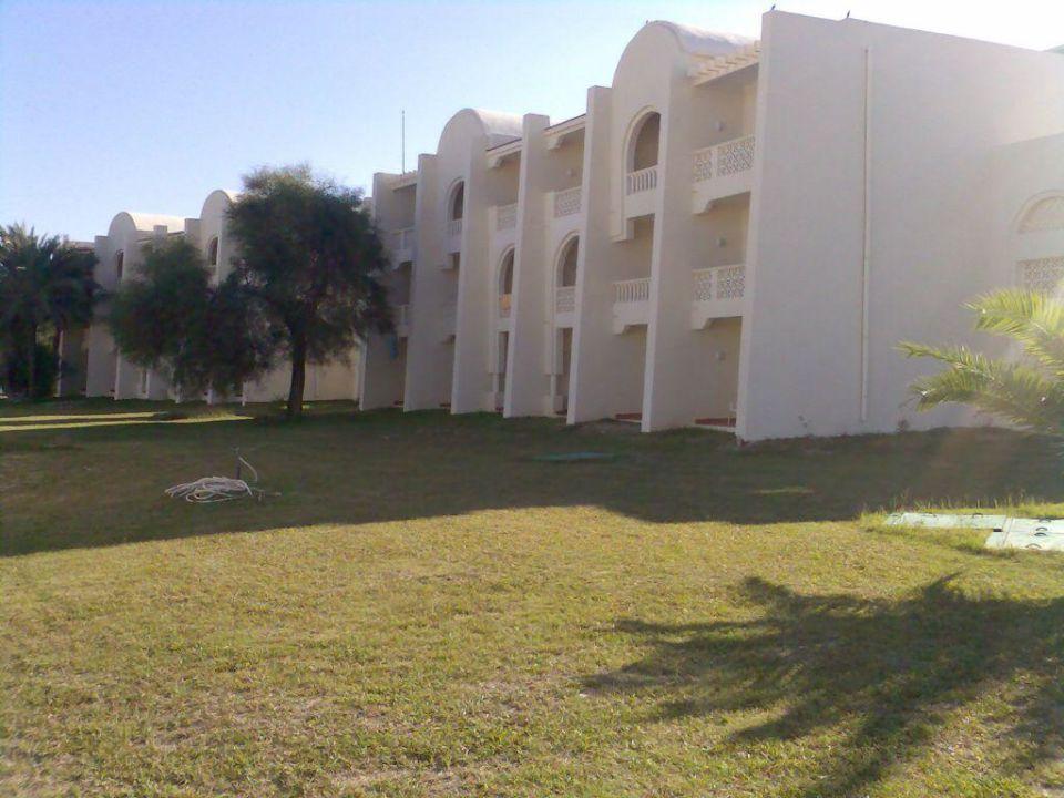 Blick auf die dreigeschossigen Appartements Hotel Thalassa Village Skanes