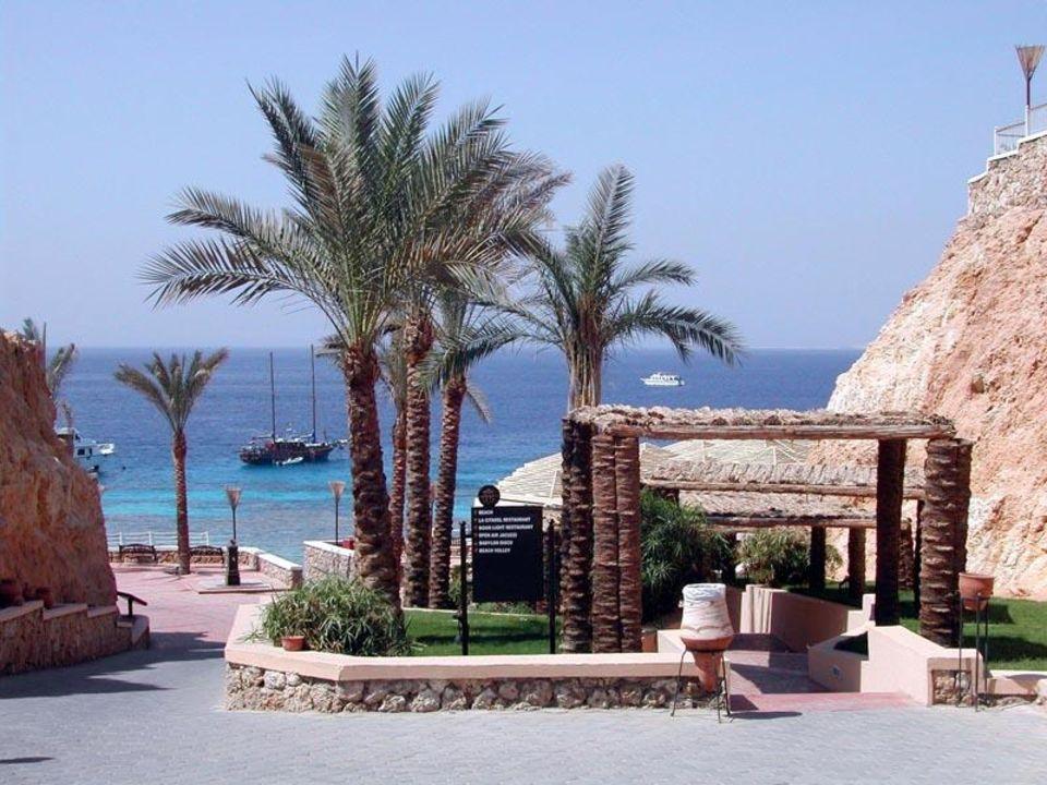 Der Weg zum Strand durch den ital. Club Teil Reef Oasis Reef Village @ Reef Oasis Beach Resort Hotel  (existiert nicht mehr)