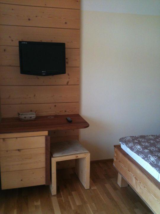 bild begehbare garderobe zu hotel steinschaler d rfl in. Black Bedroom Furniture Sets. Home Design Ideas