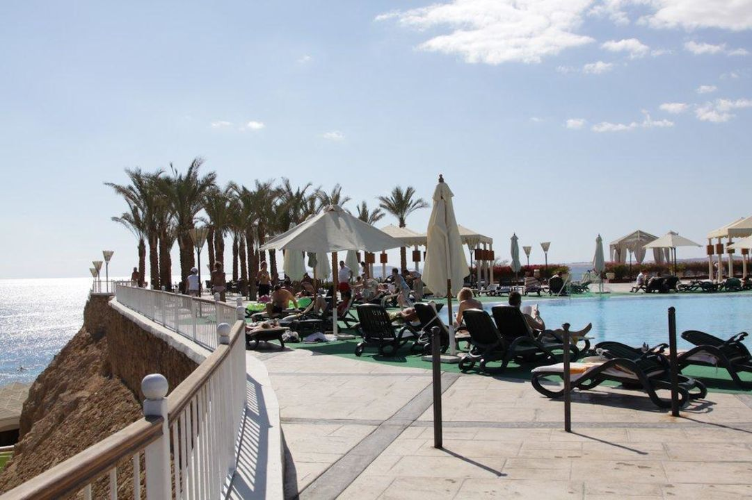 Pool mit Blick aufs Meer Hotel Reef Oasis Beach Resort