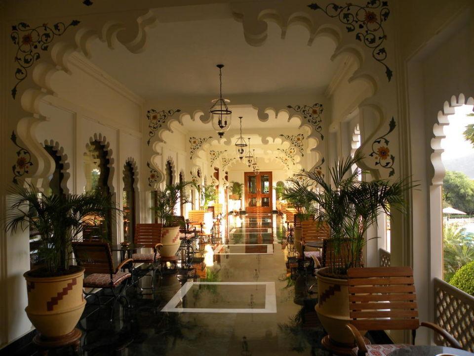 Gang zum Restaurant Hotel Trident Udaipur
