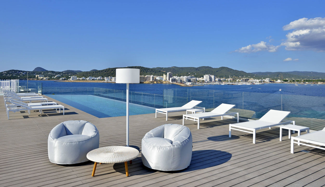 rooftop pool sol house ibiza by meli sant antoni de. Black Bedroom Furniture Sets. Home Design Ideas