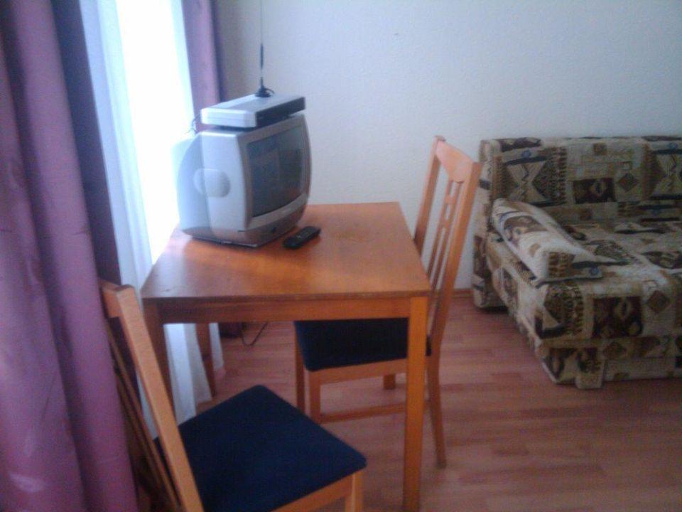 Tisch mit Fernseher Hotel 66