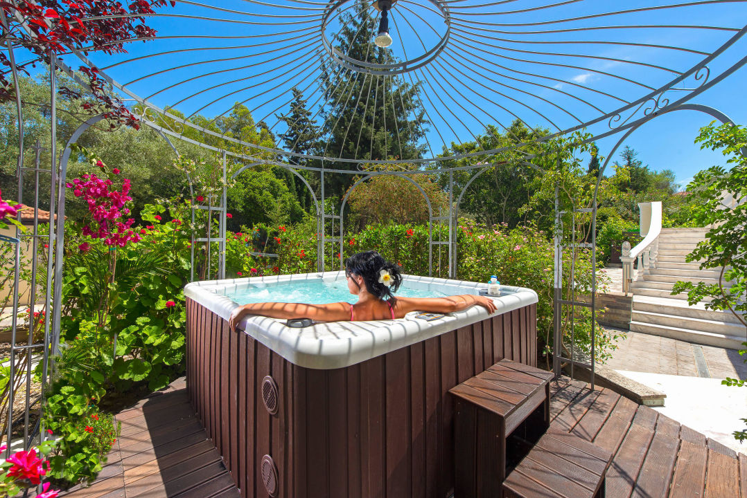 Hot tub for 6 persons Villa Small Paradise
