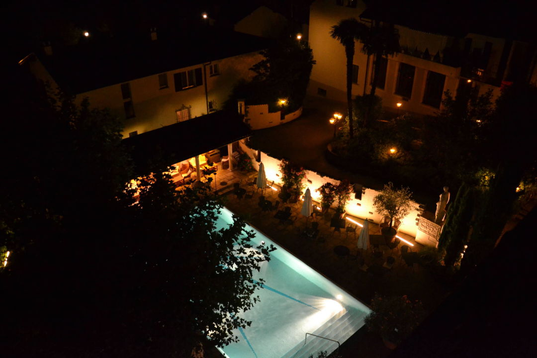 Pool bei Nacht Sunstar Boutique Hotel Villa Caesar