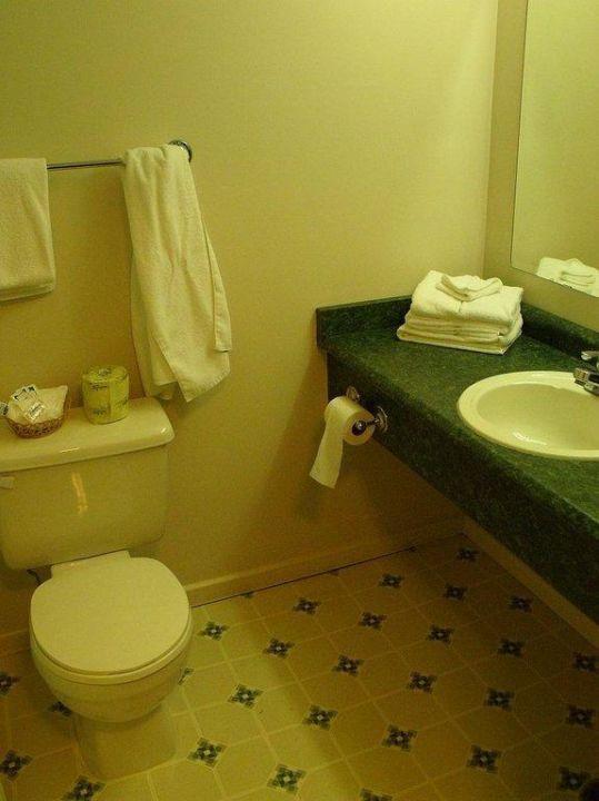 Blick in das Badezimmer Days Inn Kamloops