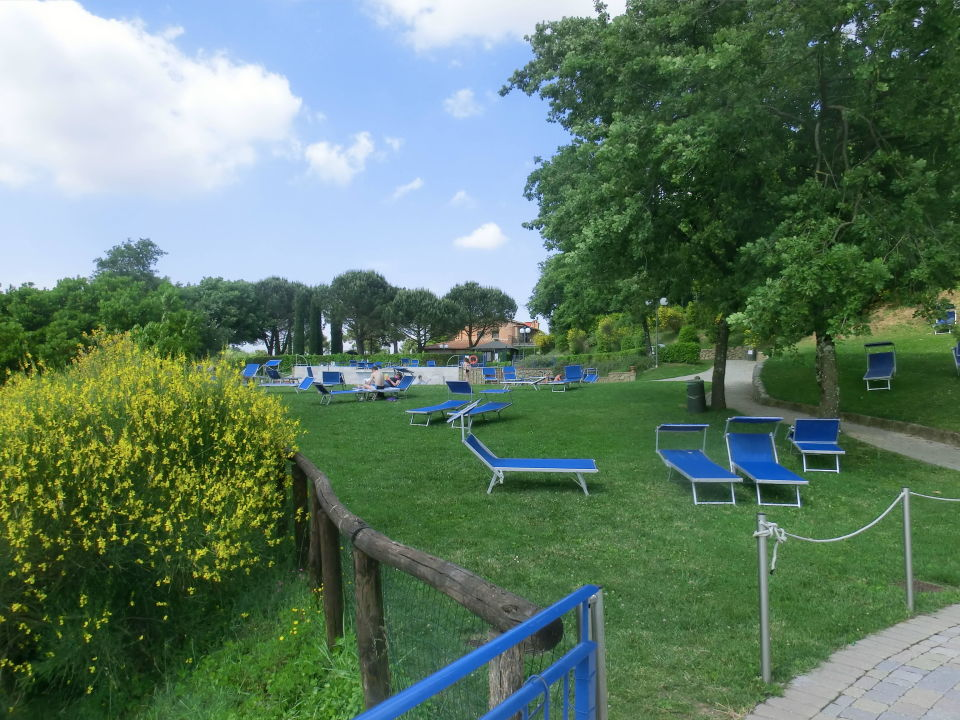 Liegewiese beim Pool Camping Barco Reale