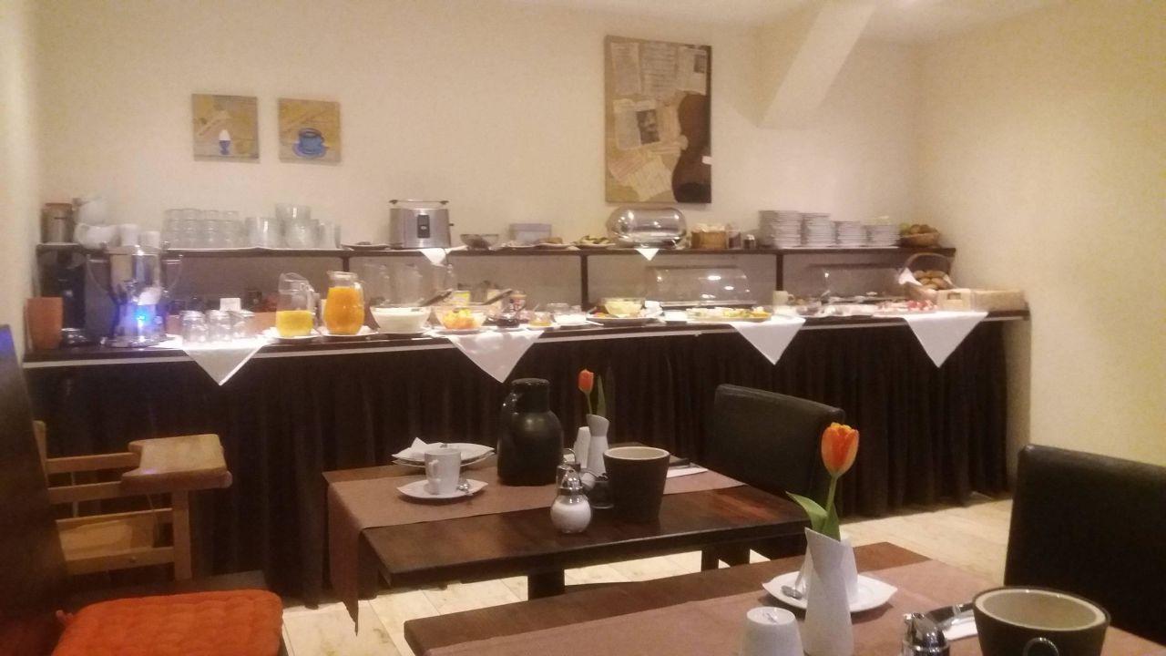 Frühstücksraum/Auswahl Speisen Hotel International am Theater