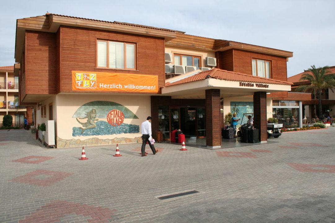 Widok na wjazd i recepcje Eftalia Village