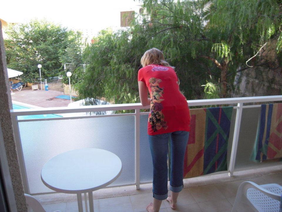 Balkon mit Poolblick Hotel Tora