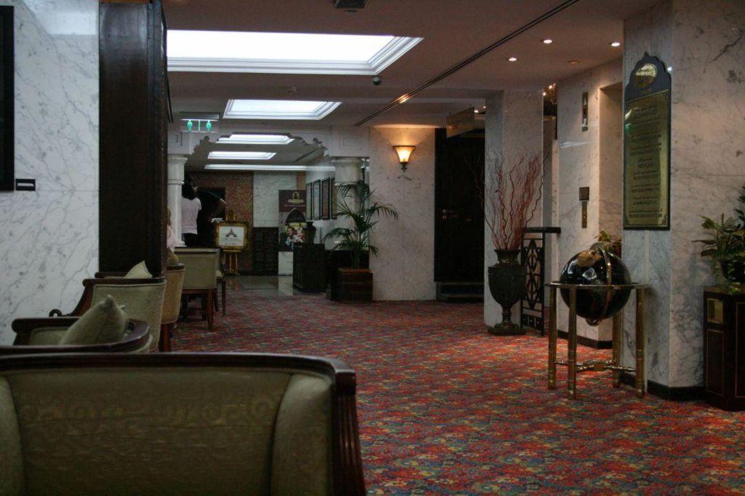 Lobby hinter der Rezeption Arabian Courtyard Hotel & Spa