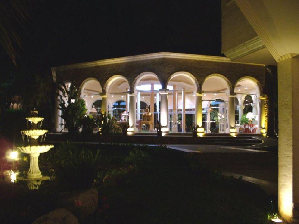 Lobby bei Nacht Hotel Lago Garden