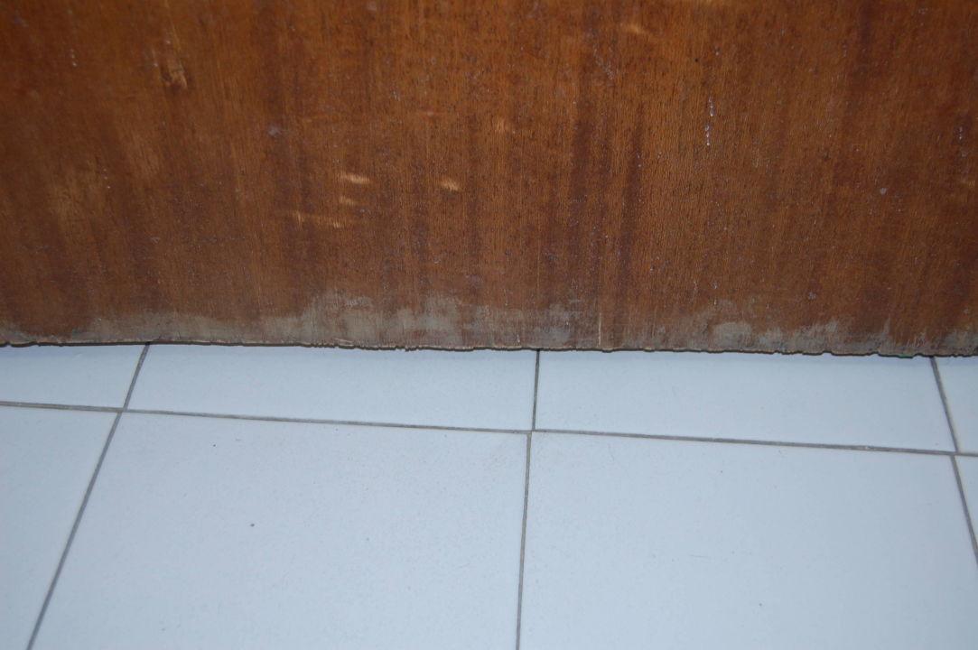 Aufgeqollene Badezimmertür\