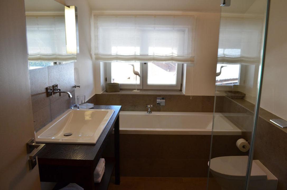 bild sitlvoll und modern eingerichtetes wohnzimmer zu mein landhaus in bad wiessee