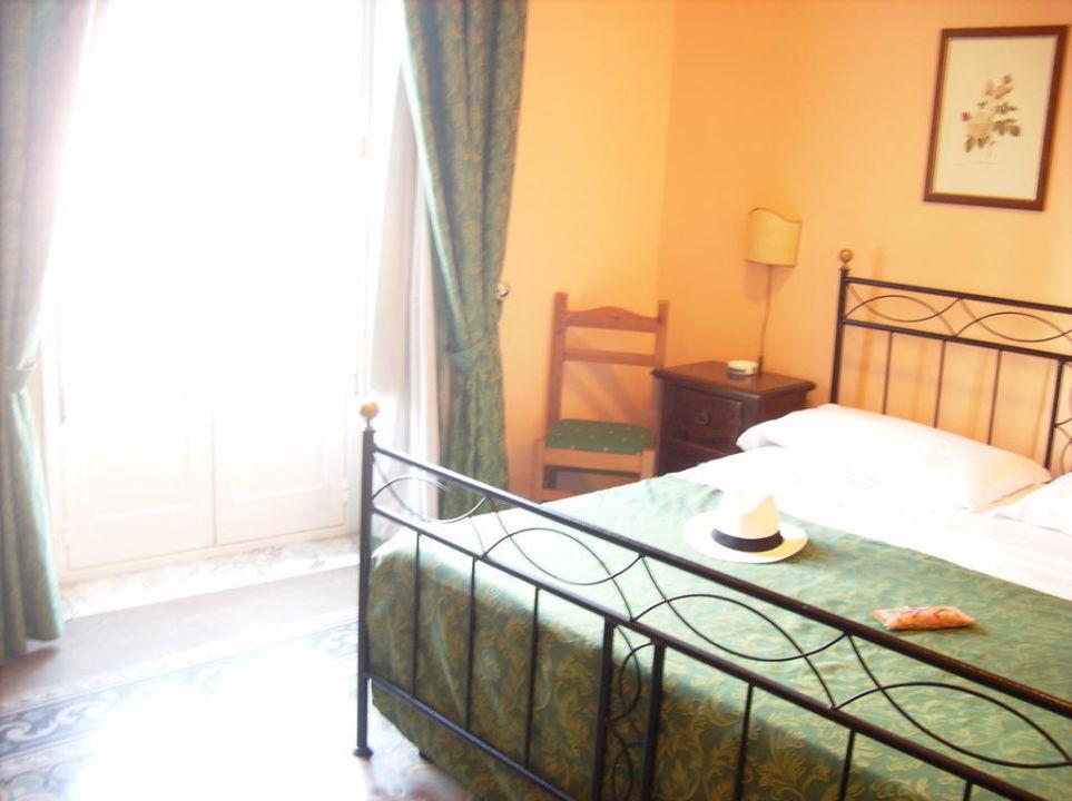 bild sch ne alte bodenfliesen zu hotel del centro in palermo. Black Bedroom Furniture Sets. Home Design Ideas