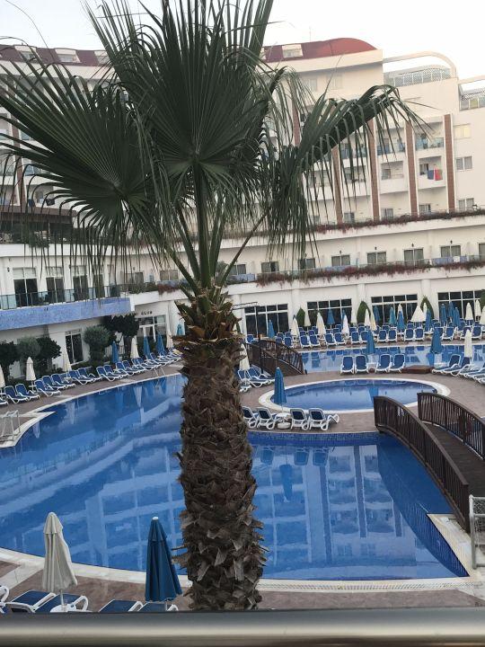 Pool Side Prenses Resort & Spa