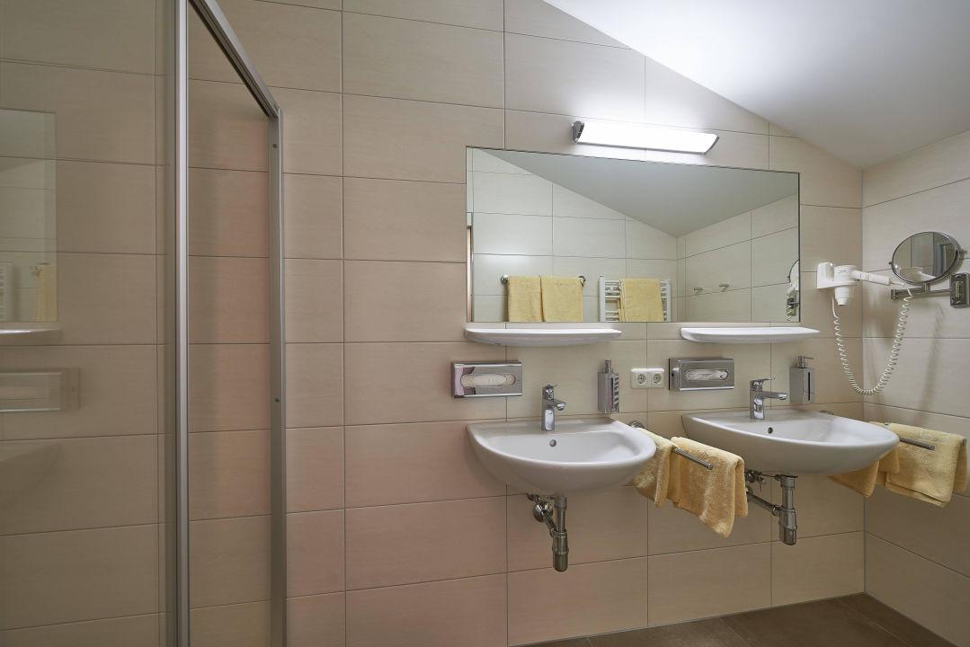 Schön Zimmer   Badezimmer, 2 Waschbecken Gartenhotel Daxer