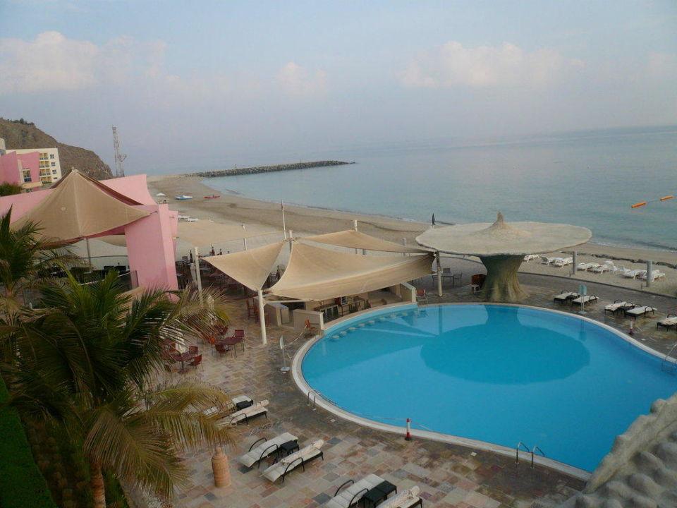 Pool vor dem 2. Gebäude Radisson Blu Resort Fujairah