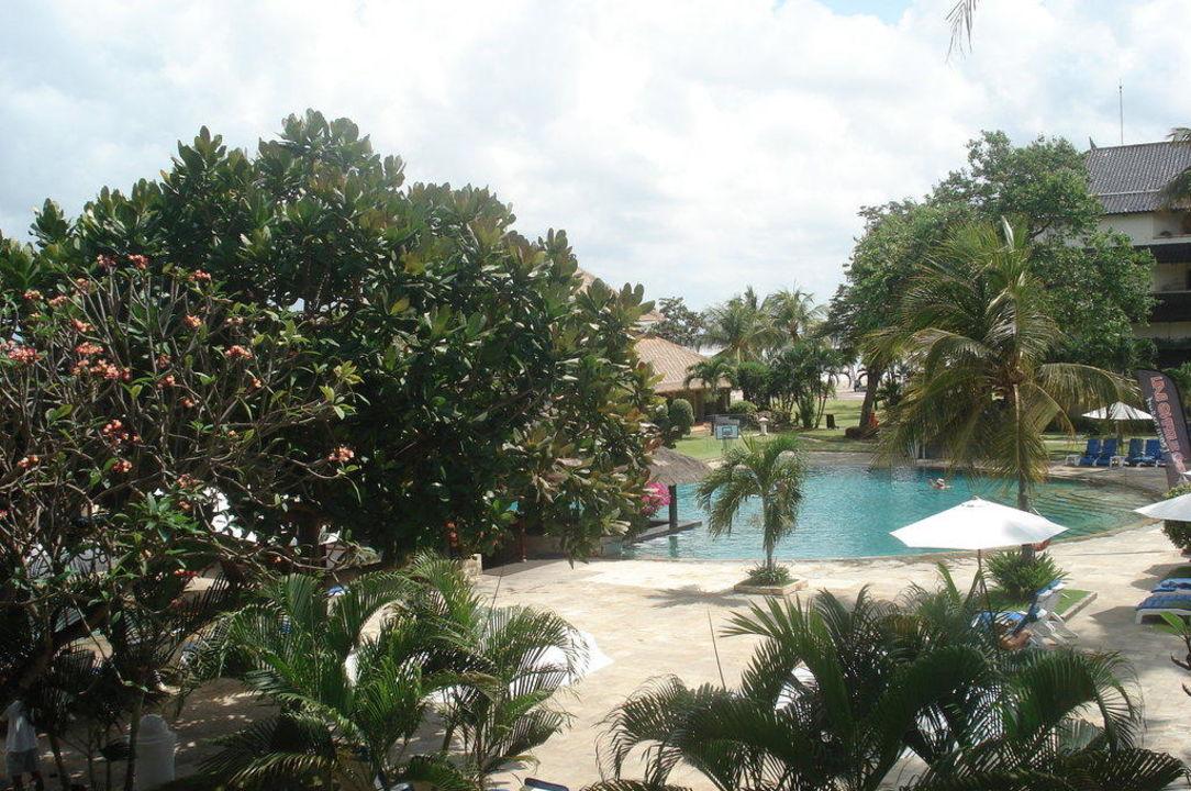 Blick vom Balkon Hotel Discovery Kartika Plaza