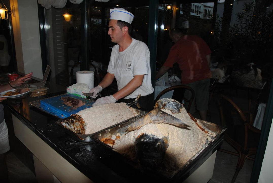 Thunfisch in Salzkruste Aska Hotel Just in Beach