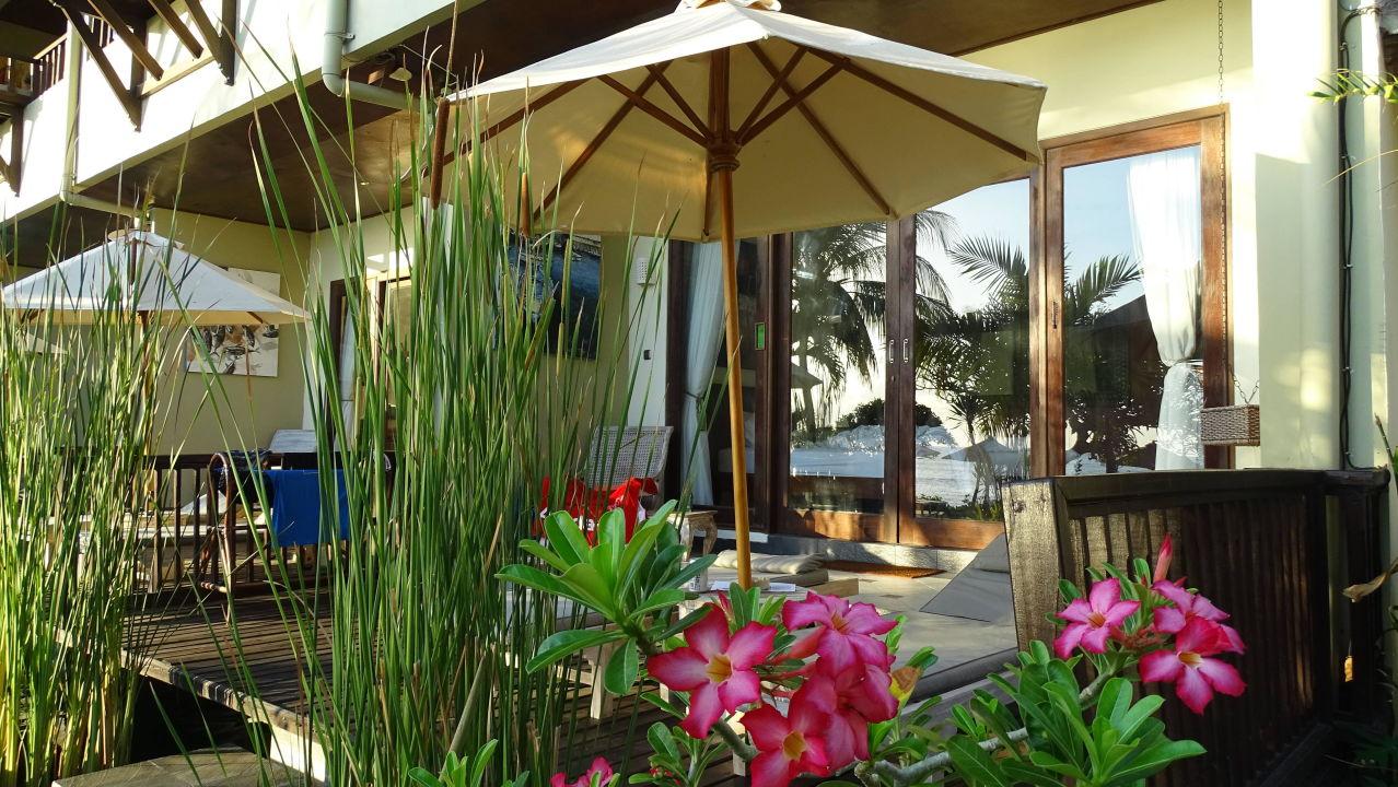 Chillige Terrasse - darunter Wasserbecken Hotel Tauch Terminal Resort Tulamben