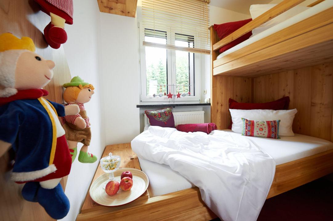 Suite planica schlafzimmer kinderzimmer hotel jens weissflog oberwiesenthal holidaycheck - Schlafzimmer kinderzimmer ...